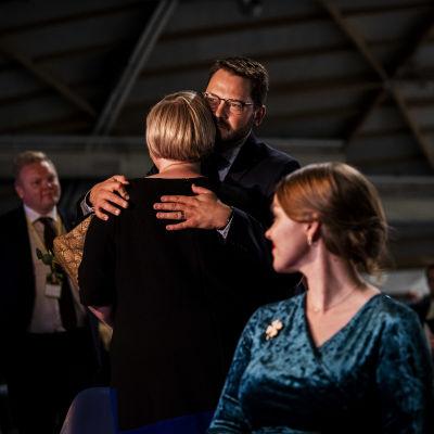 Kuvassa on Keskustan uusi puheenjohtaja Annika Saarikko.
