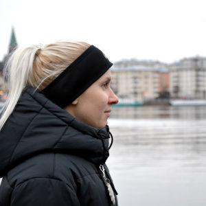Sandra Eriksson med Stockholm i bakgrunden.