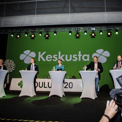 Kuvassa on Keskustan puheenjohtajantetti puolukokouksessa syyskuussa 2020.