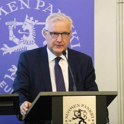 Suomen Pankin pääjohtaja Olli Rehn pitää tiedoitustilaisuuden.