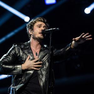 Sebastian Rejman laulaa kolmannen UMK-kappaleen Look awayn Logomolla 2.3.2019