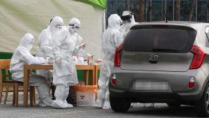 Drive-in testplats för coronavirus i Sejong i Sydkorea.