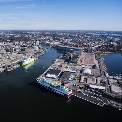 Kuvassa on Helsingin eteläinen kärki eli Jätkäsaari ja Hernesaari toukokuussa 2020.