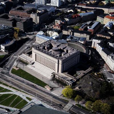 Flygbild från Rikdagshuset i Helsingfors med omnejd
