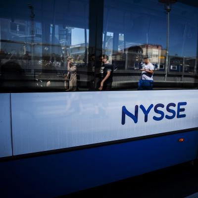 Kuvassa on linja-auto Tampereella 2020.