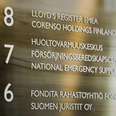 Försörjningsberedskapscentralens skylt i Helsingfors.