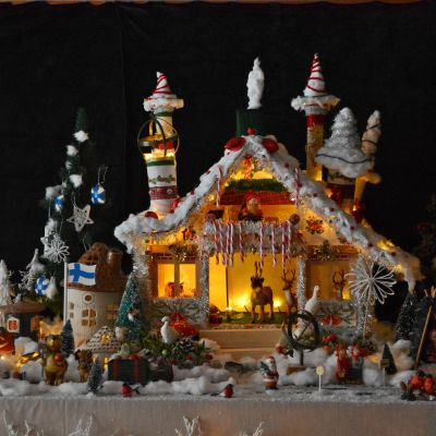 Juldekoration med tomtens julverkstad.