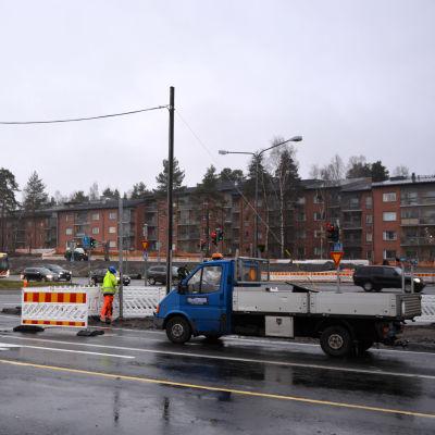 Vägbygget vid Alskatvägen och Brändövägens korsning.