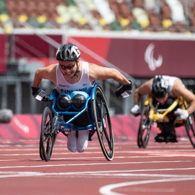 Toni Piispanen kelasi paralympiakultaa ratakelauksen T51 200m finaalissa.