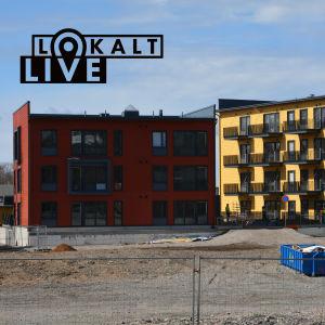 Två höghus på rad på ett husbygge i Åbo.