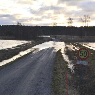 Översvämmad väg i Västanfjärd december 2015