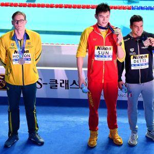 Mack Horton efter medaljceremonin.