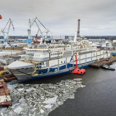 Aurora Botnia tar form vid varvet i Raumo.
