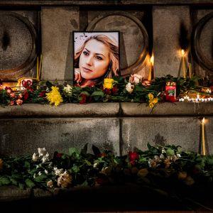 Ljus och porträtt på den mördade journalisten Viktoria Marinova