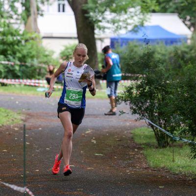 Klemettinen naisten sprintissä suunnistuksen MM-kisoissa Tshekissä 3. heinäkuuta 2021.