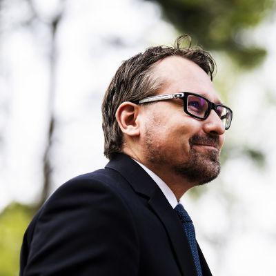 Kuvassa on professori Hiski Haukkala.