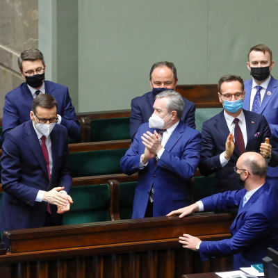 Mateusz Morawiecki Puolan parlamentissa.
