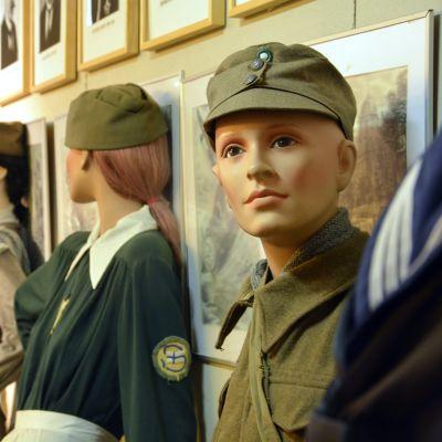 Dockor på frontmuseeet i Lappviks utställning.