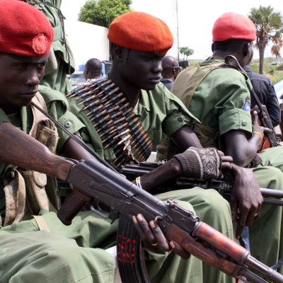 Etelä-Sudanin opposition sotilaita