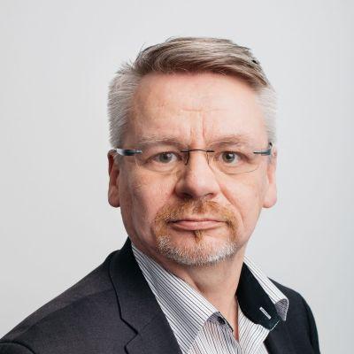 Ylen verkko- ja jakeluteknologioista vastaava päällikkö Olli Sipilä