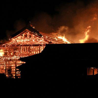 Japanissa Unescon maailmanperintökohteisiin kuuluva Shurin linna on tuhoutunut lähes kokonaan tulipalossa.