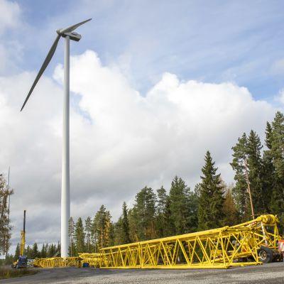 Metsälän tuulivoimapuiston vaurioitunut voimala