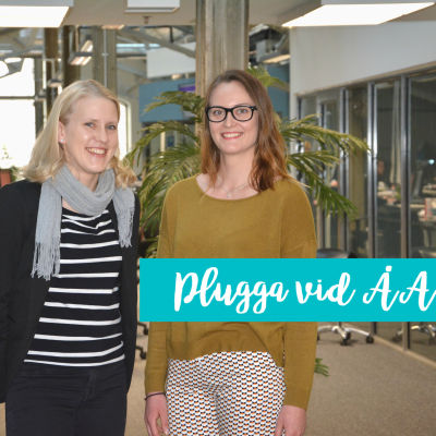 Universitetslektor Tiina Saloranta-Simell och studerande Mathilda Råberg poserar framför kameran i halvbild.