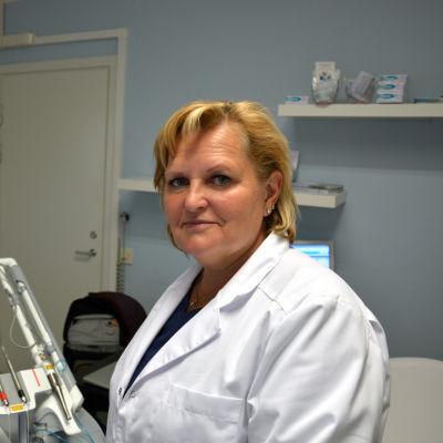Jaana Sippus utbildar tandläkare i laseranvändning