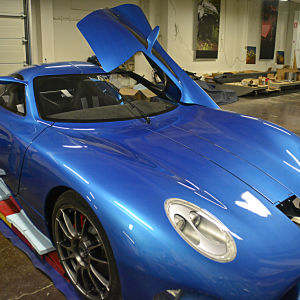 Superelbilen Toroidion har byggts i en hall i Pojo.