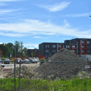 Byggarbetsplats för nya våningshus i Tallinn.