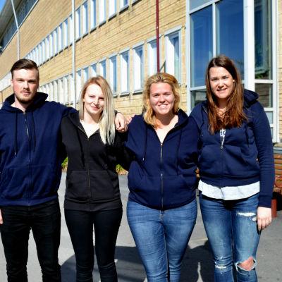 Studerande André Lund, Patricia Kamlin, Emma Hinttu och Sonja Sparv vid Umeå universitet. Alla är medlemmar i styrelsen för Finlandssvenska nationen.