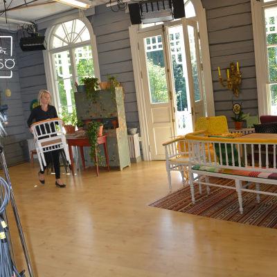 Ann-Helen Påfs-Streng  i salen i Strömsövillan