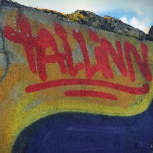 Graffitikonstverk med texten Tallinn