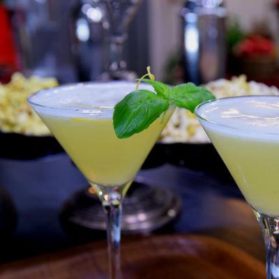 Alkoholfri drink i cocktailglas.