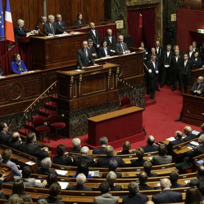 Frankrikes president Francois Hollande talar inför det franska parlamentets båda kamrar i Versailles.