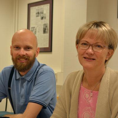 Fredagssnackarna Petri Horttana och Ulrica Isaksson talade om tidningar i Yle Västnylands Fredagssnack.