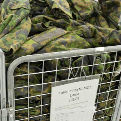 armékläder i lager