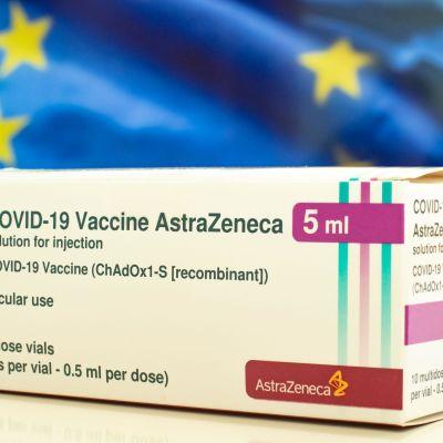 En förpackning med Astra Zenecas coronavaccin