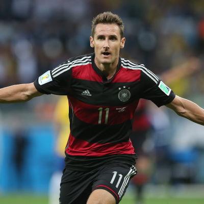 Miroslav Klose firar mål mot Brasilien
