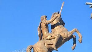 Statyn Ryttare till häst i centrala Skopje