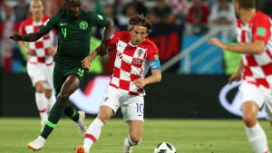 Luca Modric med bollen mot Nigeria