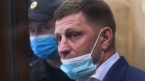 Guvernör Sergej Furgal med munskydd i juli 2020.