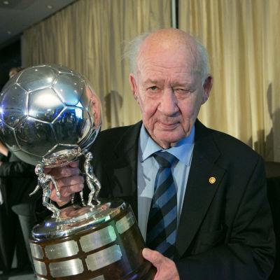 Stefan Håkans med Captain's Ball-priset.