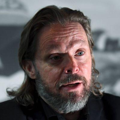 Marko Yrjövuori talar.