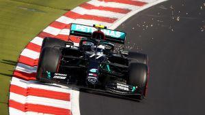 Valtteri Bottas kör på Nürburgring.