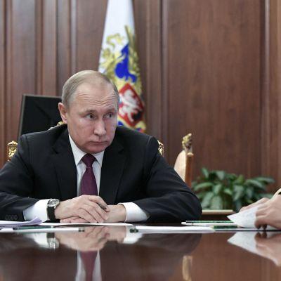 Rysslands president Vladimir Putin och försvarsminister Sergej Shoigu vill utveckla nya missiler när INF-avtalet upphör att gälla om ett halvår