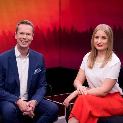 Nicklas Wancke ja Rosa Kettumäki vuorottelevat Ylen aamun juontajina.
