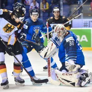 Kevin Lankinen pressas hårt mot Tyskland.
