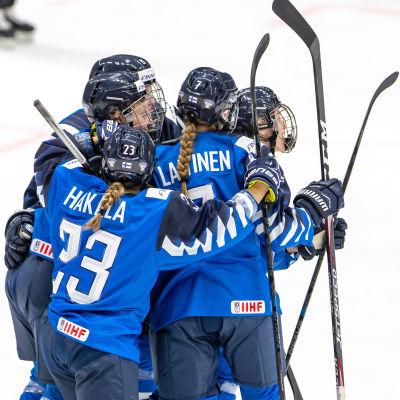 Finlands fjärdekedja firar Elisa Holopainens mål