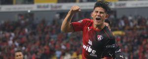 Jahir Barraza firar ett mål i Atlas tröja.